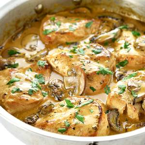 Seared Chicken 'Bianco' served with creamy mash & mushroom cream sauce